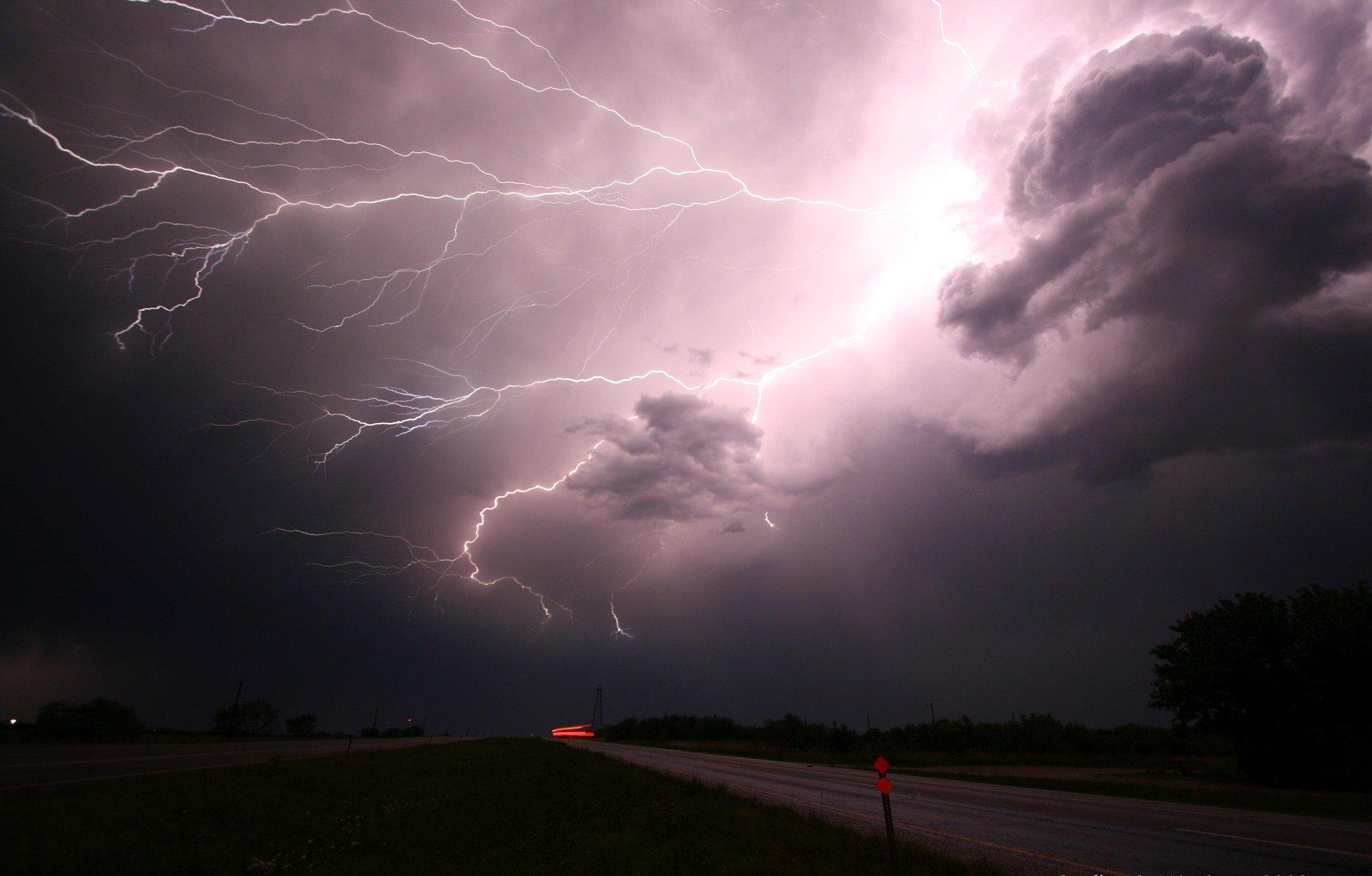 Komunikat meteo 72/2020 – silny deszcz z burzami