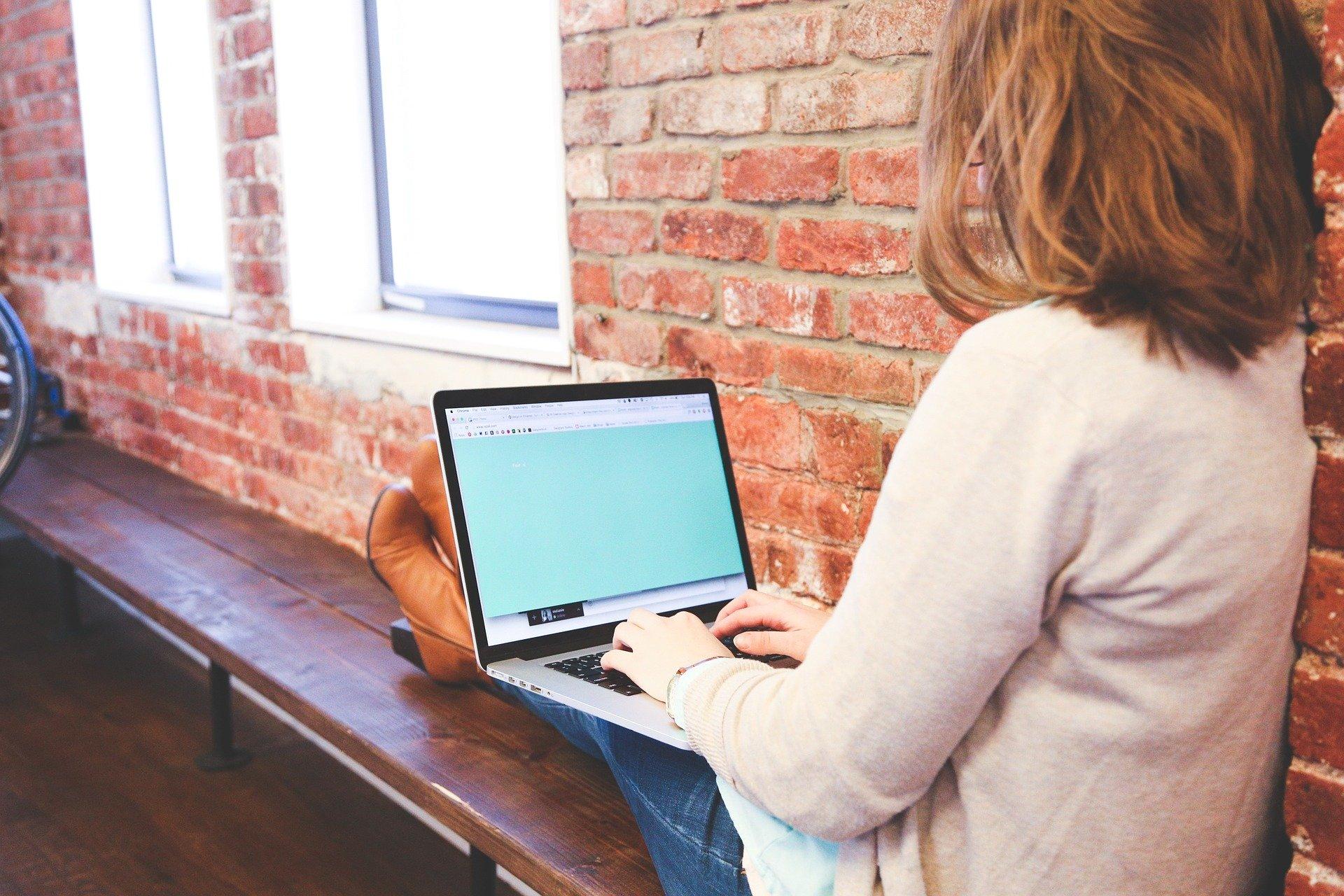 Laptopy trafią do uczniów