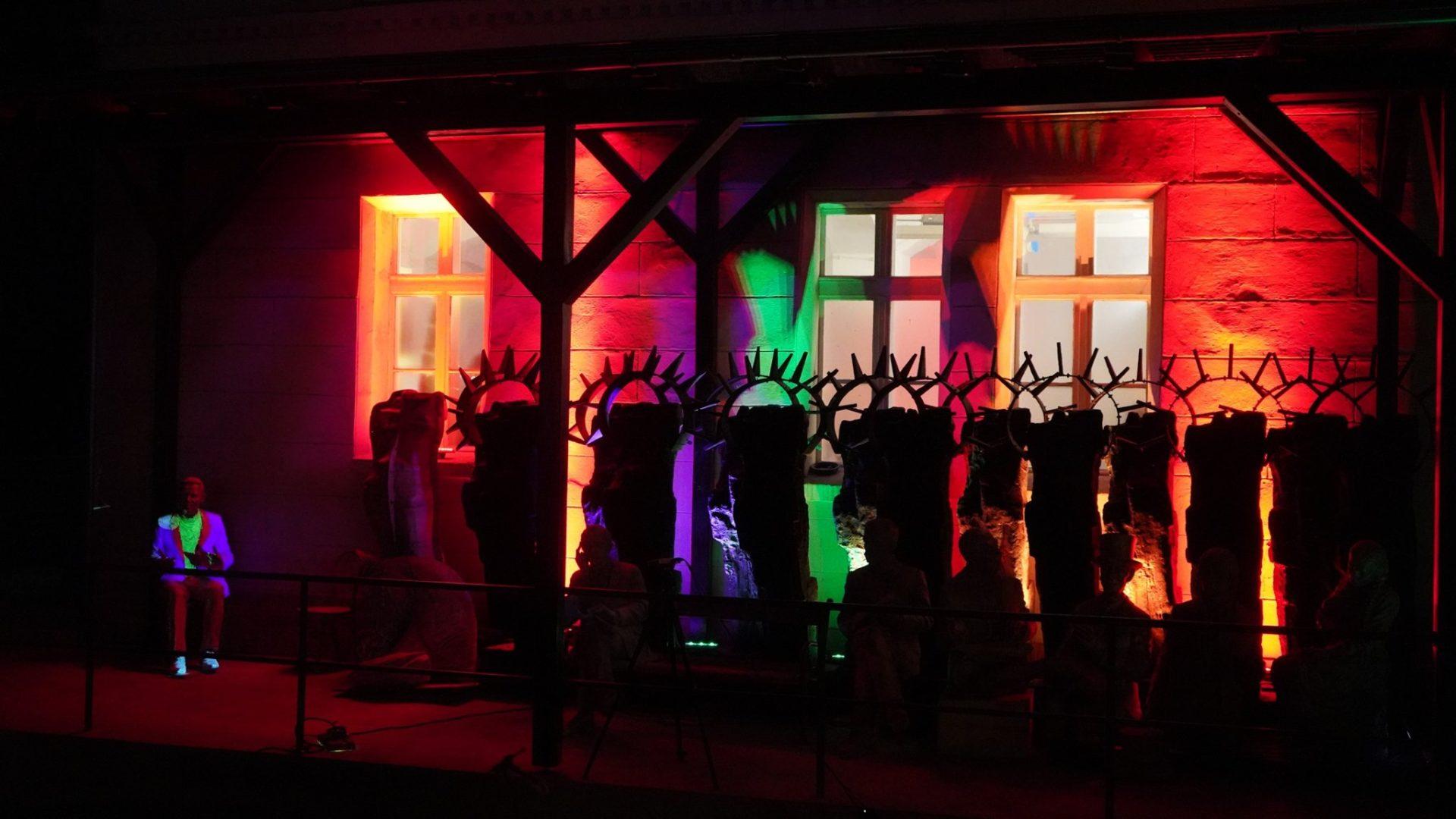 Rzeźby profesora Molendy ożywione światłem