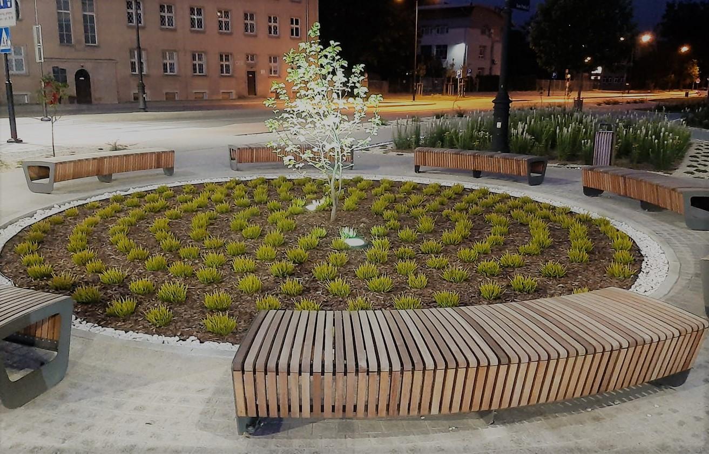 Coraz ładniej na wyremontowanym Placu Jana Pawła II