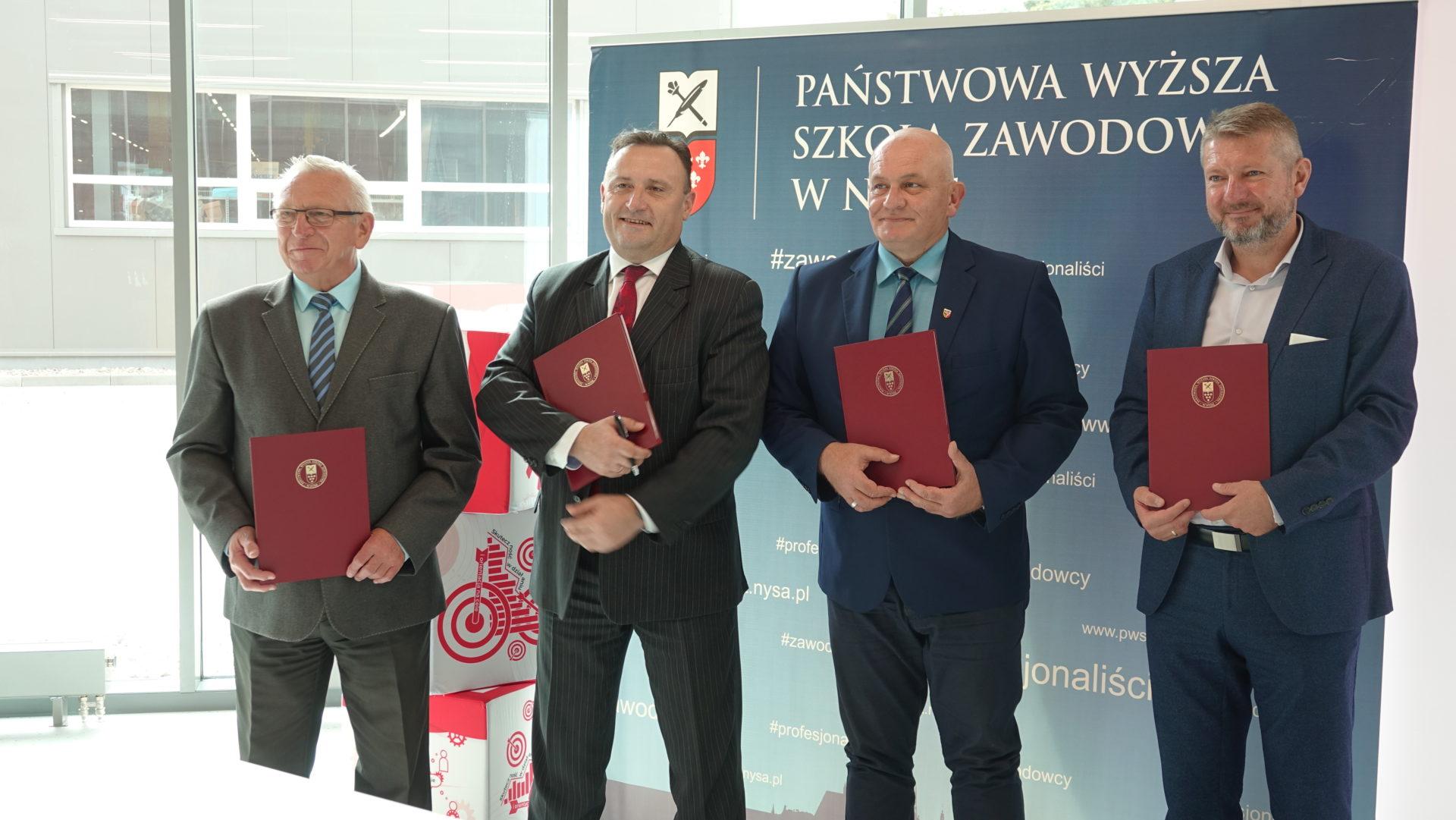 Podpisanie porozumienia pomiędzy ZPHU Alsecco, PWSZ w Nysie i PUP w Nysie