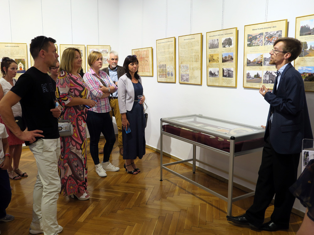 """Oprowadzanie kuratorskie po wystawie """"Otmuchów. Dawna kasztelania biskupów wrocławskich"""""""