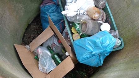 Podrzucenie śmieci.