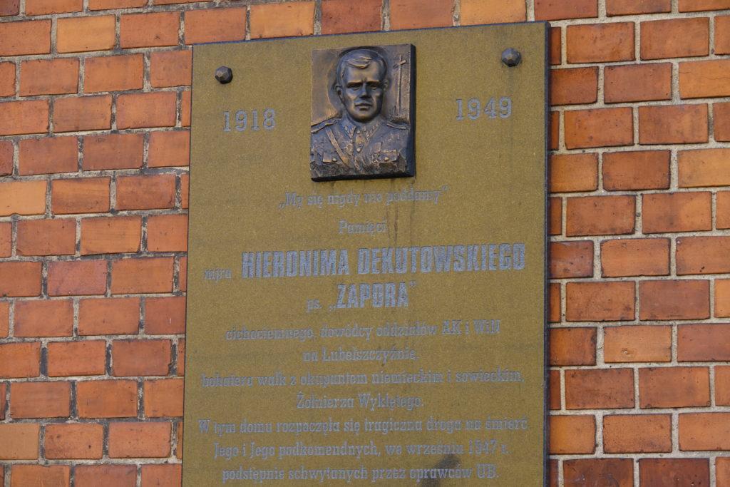 tablica mjra Hieronima Dekutowskiego