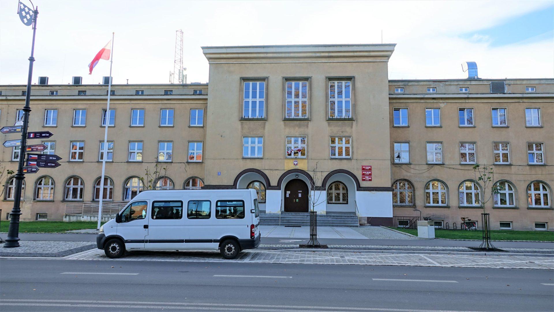 2 kwietnia Urząd Miejski w Nysie pracuje do godziny 13.00