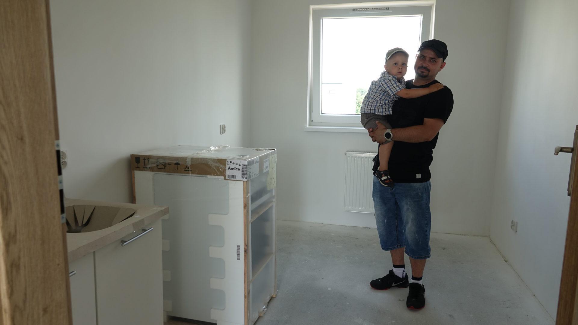 OSIEDLE RODZINNE w Nysie. Pierwsza rodzina dostaBa ju| klucze do mieszkania!