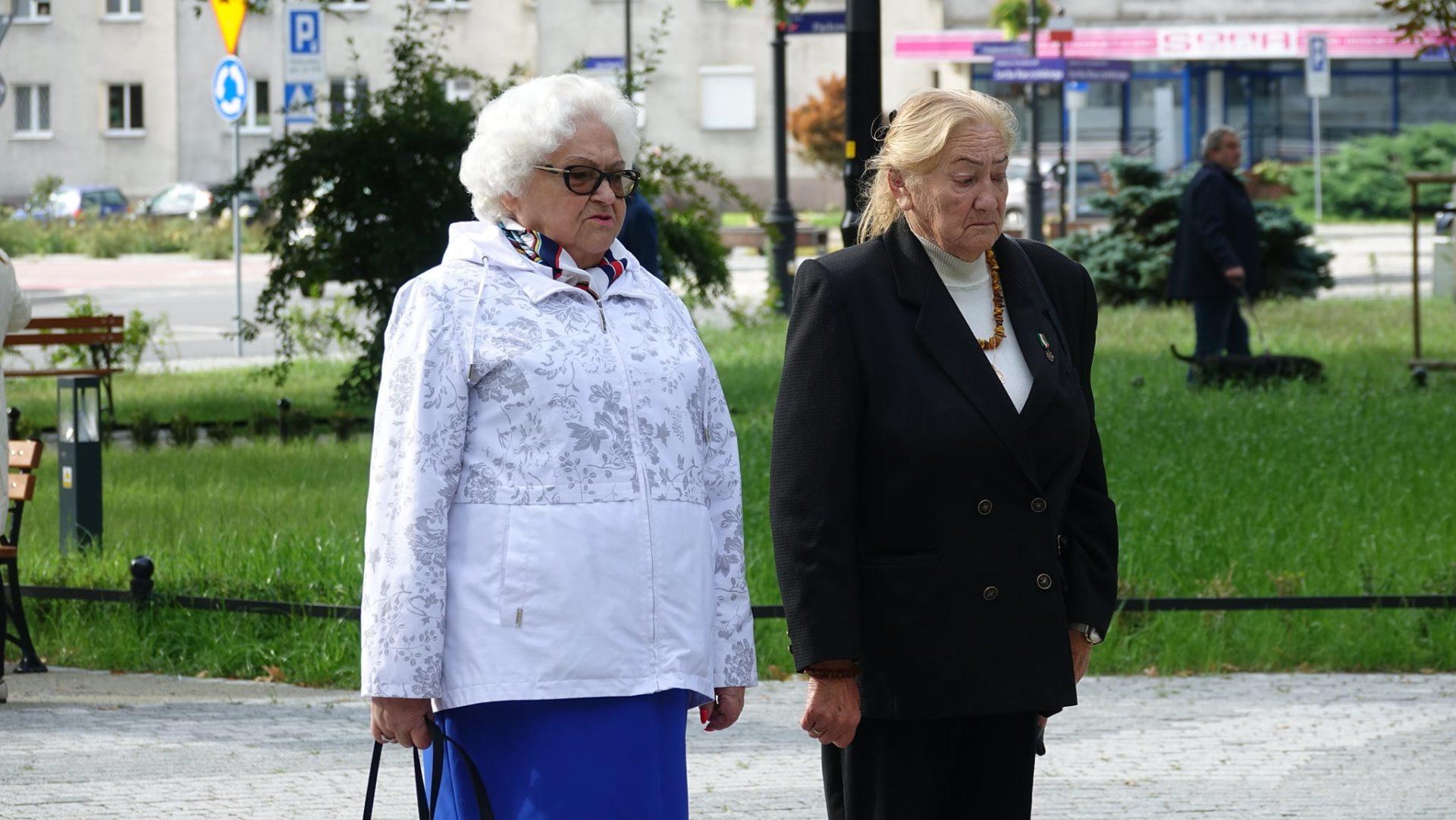 Samorzdowcy oddali hoBd ofiarom i bohaterem II Wojny Zwiatowej
