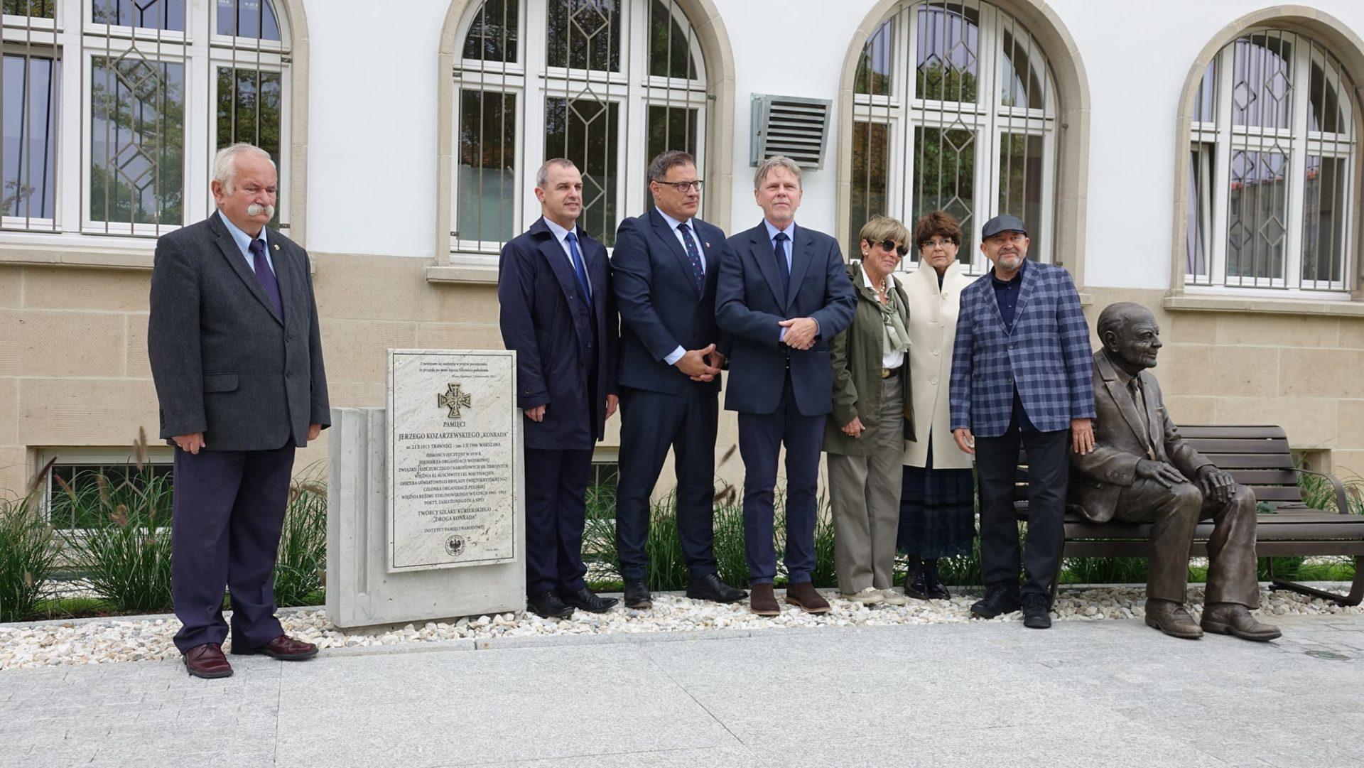 Oficjalne odsłonięcie pomnika-ławeczki Jerzego Kozarzewskiego