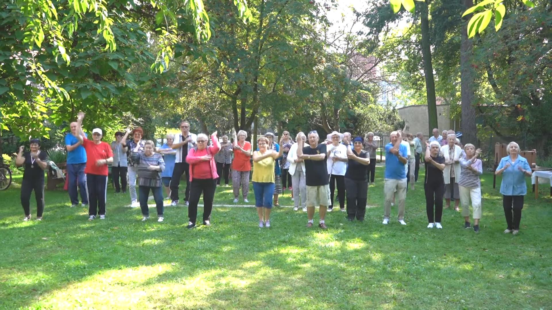 Seniorzy tańczą i wspierają akcję charytatywną!